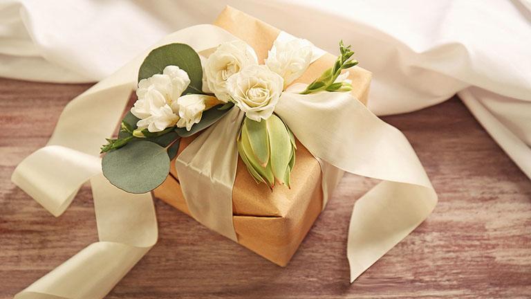 đám cưới anh trai, em trai, chị gái, em gái nên tặng gì?